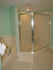 Fort Walton Beach condo photo - Master bath garden tub and walk-in shower.