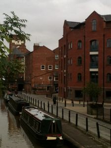 Stunning Contemporary 2 Bedroom Apartment On Banks Of The Canal Chester