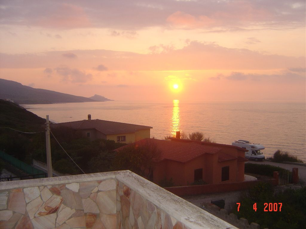 Accommodation near the beach, 150 square meters, with garden