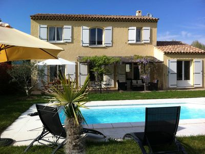 VILLA 8 PEOPLE IN PROVENCE LUBERON FEET LARGE GARDEN WITH POOL
