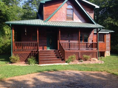 Beautiful newly stained cabin directly on the Toccoa River