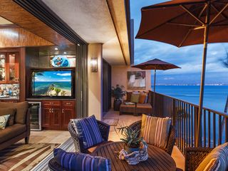 Maalaea condo photo - Living area & master bedroom open to a 30' lanai. Can you say fabulous!
