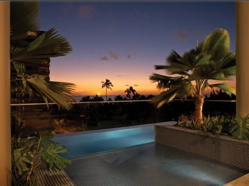 infinity pool w/Hawaiian Sunset