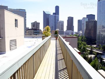 Rooftop Deck - Enjoy the amazing panoramic views from the Elektra building's rooftop deck.