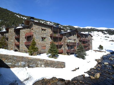 image for Spacious and pretty apartment in a quiet residence with mountain views.