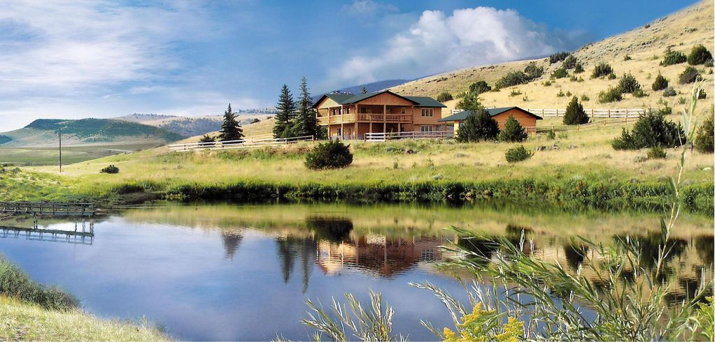 Vacation home ennis montana near yellowstone vrbo for Madison cabin rentals