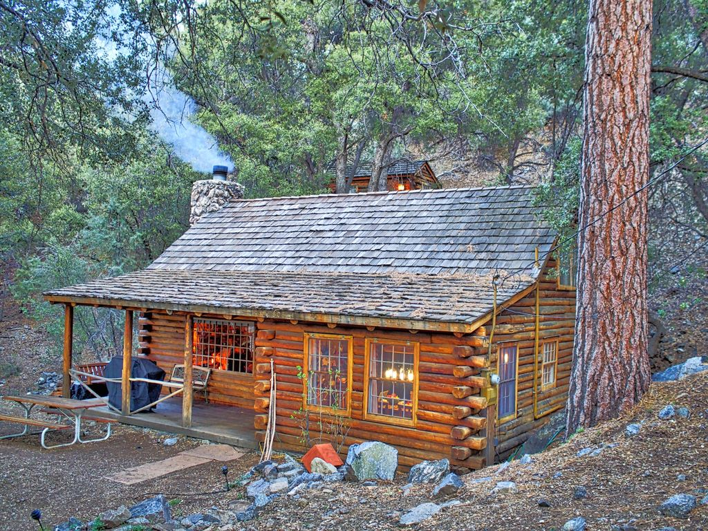 Eat bacon ice cream in a log cabin vrbo for Log cabin builders in california