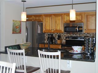 Palmetto Dunes villa photo - Newly Remodeled Kitchen and Bar Area