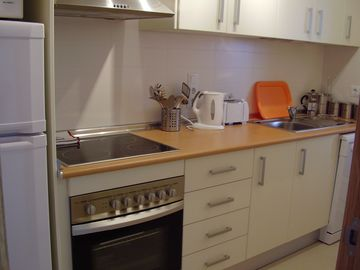 Fully equipped kitchen-dishwasher & microwave