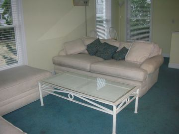Dewey Beach house rental - Plenty of comfortable seating in main living room