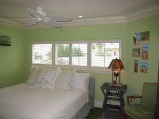 Grand Cayman condo photo - 4th bedroom with king-size pillow-top mattress and flat screen TV