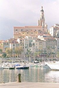 A well-appointed period apartment in the centre of Menton