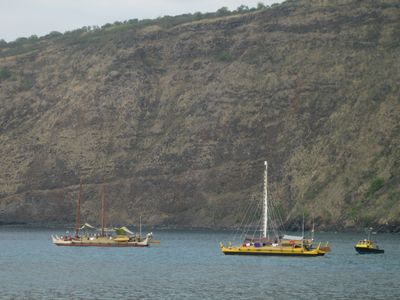 Famous Hokolea & Hawaiiloa voyaging canoes in Kealakekua Bay.