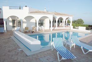 Luxury Villa - Large gardens and pool in peaceful location