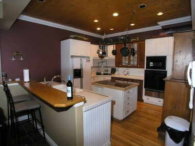 Full kitchen with 2 ovens, breakfast bar, diswasher and gas range