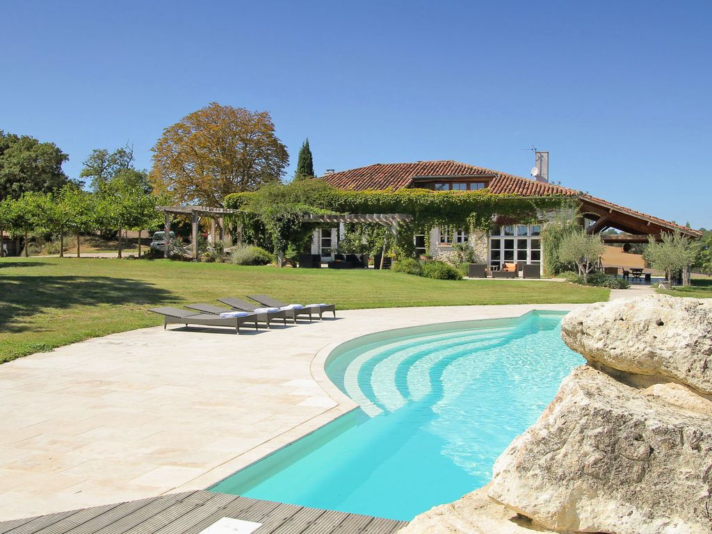 Location vacances ferme saint antonin belle maison for Camping gers avec piscine