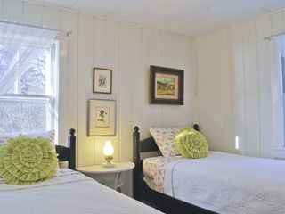 Clark Island cottage photo - Guest bedroom with two twin beds