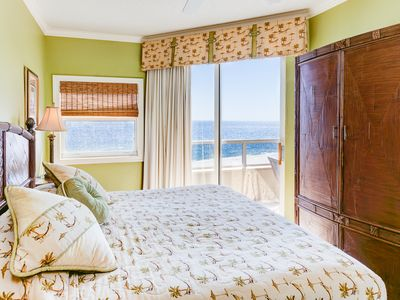 Sleep to the sound of the Ocean Masterbedroom suite