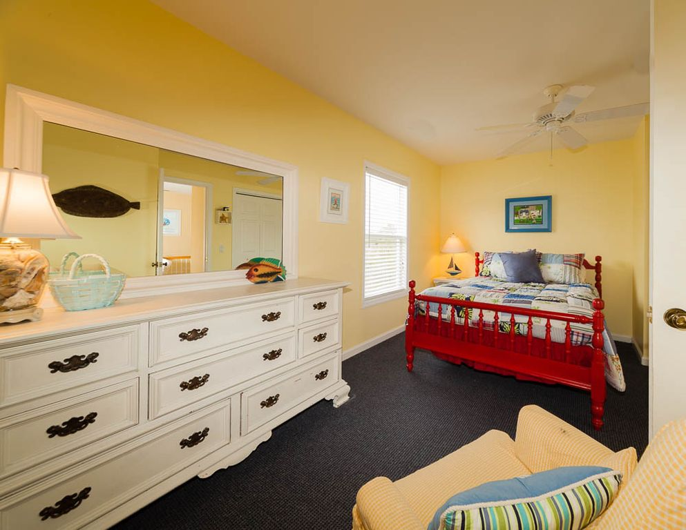 Guest bedroom with full size bed, shares Jack & Jill bathroom