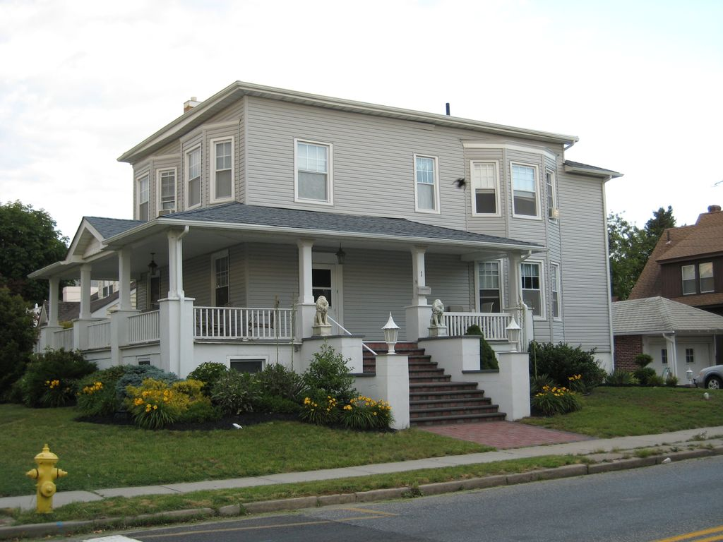 Beach house for rent spacious and charming vrbo for Beach house with wrap around porch