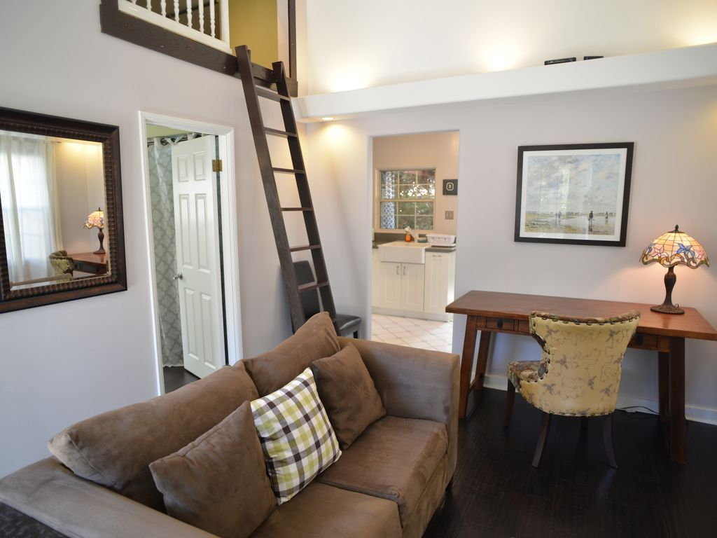 Bungalow pasadena tranquil convenient vrbo for The family room pasadena