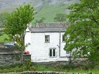 RIVERSIDE COTTAGE, pet friendly in Helwith Bridge, Ref 8070