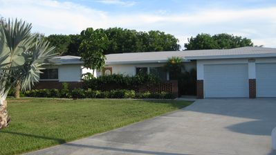 Lovely Bayshore 3 bdrm/2 bath house on the Banana River Canal; 2 blks to the Bch