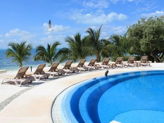 Isla Mujeres condo photo - Plenty of seating overlooking the beach