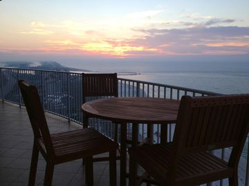 Enjoy the sunrise with some coffee while sitting at the hightop!