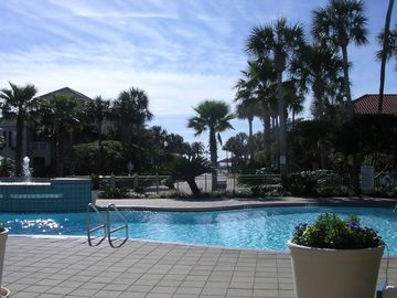 Yacht Club with Hot Tub, Fitness Room and Courts