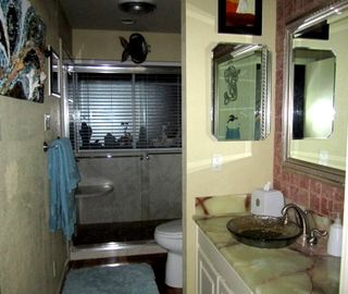 Guest Bath with large shower. Always lots of towels for bath and pool.