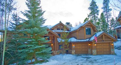 Raging Beaver Lodge - Great 5 Bedroom home with easy access to teh 4 O'clock Ski Run!