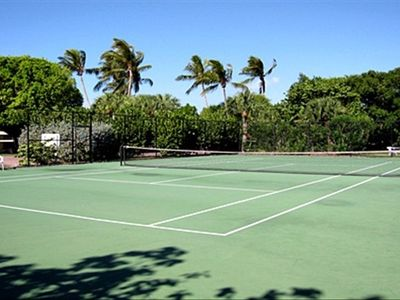 Enjoy complimentary Tennis Court
