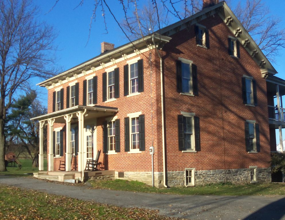 Brick Farmhouse Close To Lancaster County VRBO