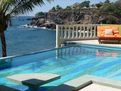 Infinity Pool, Lounge Area & Breathtaking views of the Pacific Coast