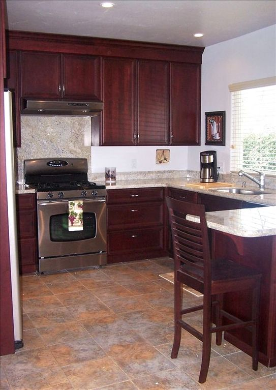 New, fully-equipped kitchen
