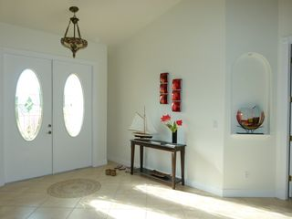 Cape Coral villa photo - the sun beems in through the crystal class doors in to the entrance lobby