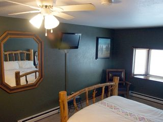 flat panel tv, cable and dvd and bay window - Fraser house vacation rental photo