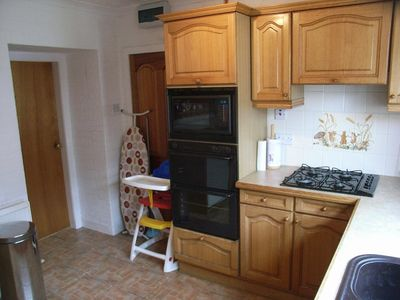 Minishant farmhouse rental - kitchen with hob,double oven, microwave