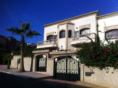 Villa with 5 air-conditioned bedrooms, internet-acces, garden, topfloor terrace and garageHouse with garden