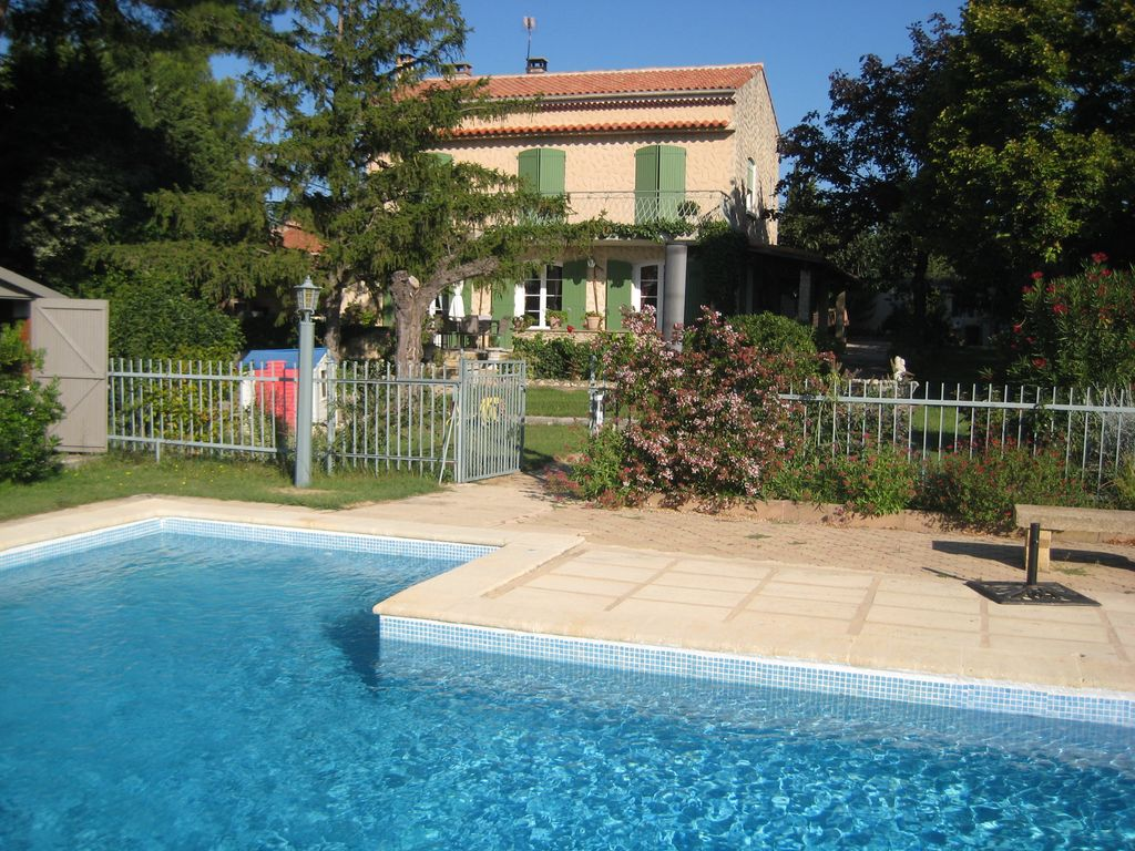 Accommodation near the beach, 180 square meters, with pool