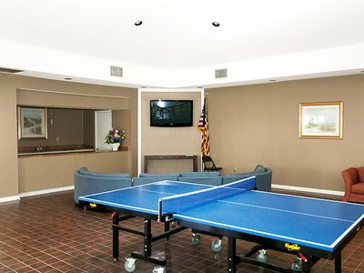 Clubhouse with wifi/ ping pong, bean bag toss and TV- great for kids!