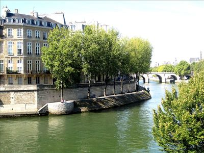 Ile saint louis, the same quai as the apartment