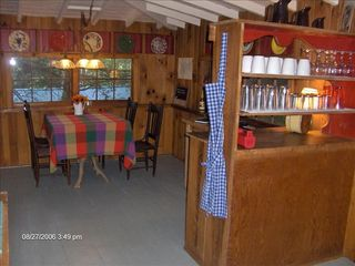 Highlands cabin photo - Adorable Dining Area with WiFi and Brochures for Area Dining & Attractions.