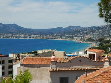 View from old town to the Esterel mountains, 20min walk