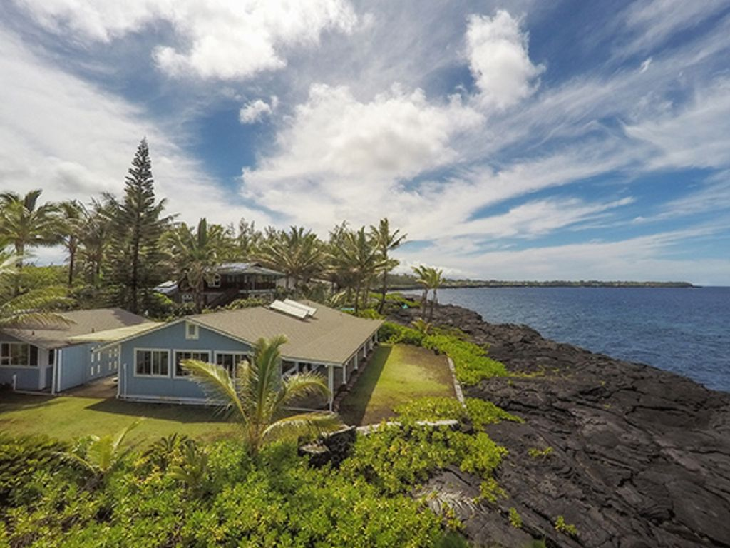 Oceanfront Alohahouse on the edge of the Blue Pacific!