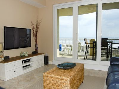 Spectacular oceanfront view. New 51' plasma HDTV with Bose home theater/DVD.