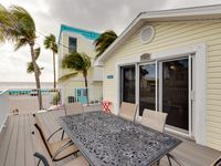 Remodeled Two Bedroom Beachside Villa With Full Kitchen And Gulf Views