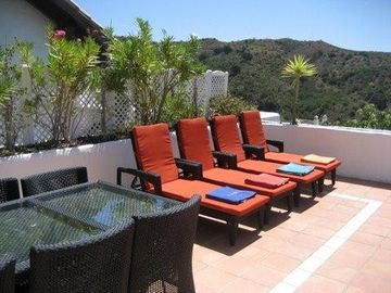 Top terrace with Al Fresco dining, BBQ & Jacuzzi
