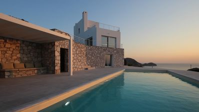 SYROS VILLA, LUXURY VILLA WITH PRIVATE POOL AND VIEWS